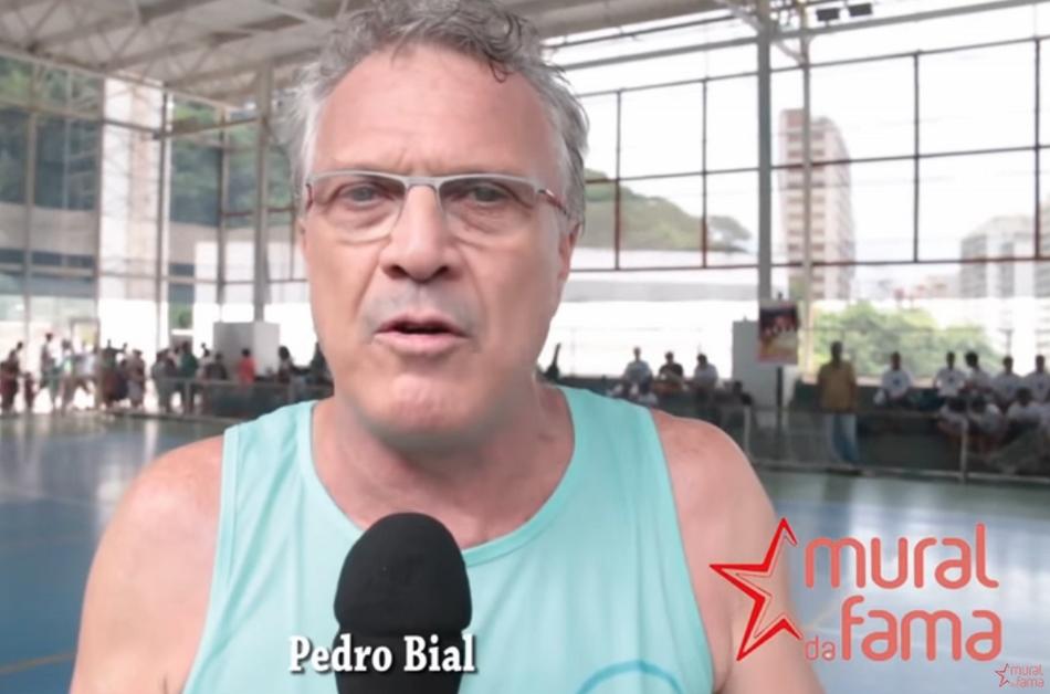 Será verdade que o jornalista e apresentador Pedro Bial, da Rede Globo, teria humilhado crianças com deficiência durante uma partida de futebol beneficente?