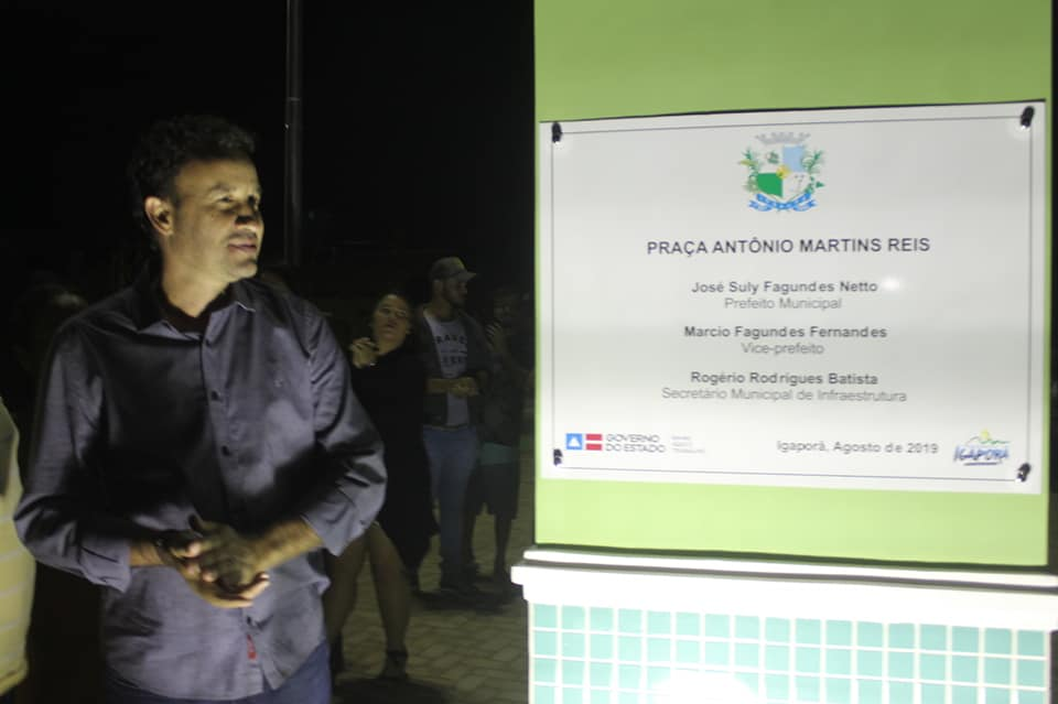 1 99 Prefeito de Igaporã entrega praça à comunidade