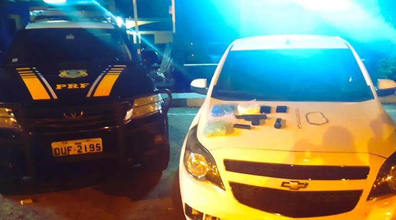 Com carro roubado, cocaína e arma de fogo, homem é preso pela PRF após tentativa de fuga na Bahia