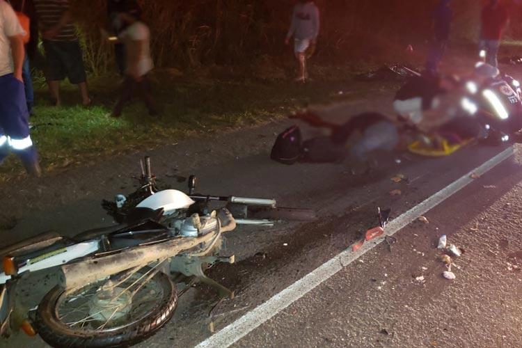 Três pessoas morrem após colisão entre carro e motocicletas na BA-262 no sudoeste baiano