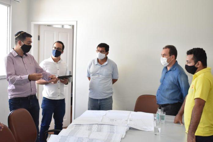 Prefeito de Guanambi comemora a chegada de grande empreendimento habitacional