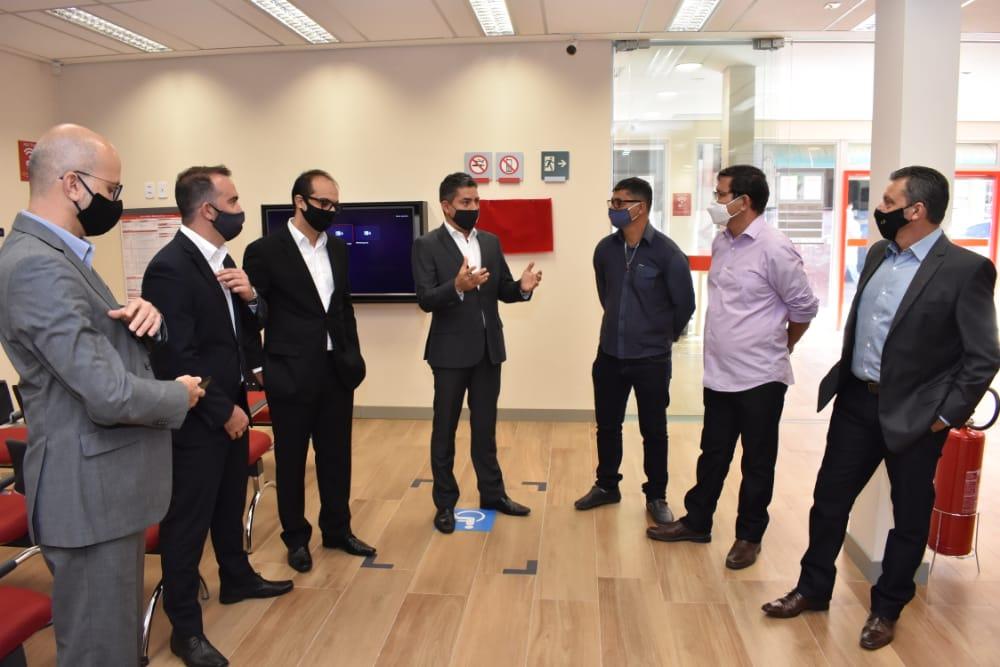 IMG 20200812 WA0187 Prefeito Jairo Magalhães e vice Hugo celebram inauguração do Banco Santander em Guanambi