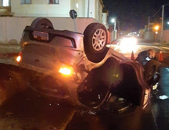WhatsApp Image 2021 06 09 at 16.02.13 Acidente entre dois carros em Vitória da Conquista causa derramamento de combustível e bombeiros do 7º GBM fazem a limpeza da via