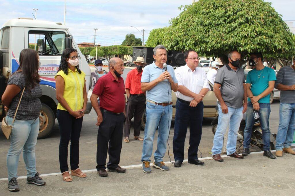 CANDIBA 4 Deputado Federal Charles Fernandes entrega tratores agrícolas em Candiba