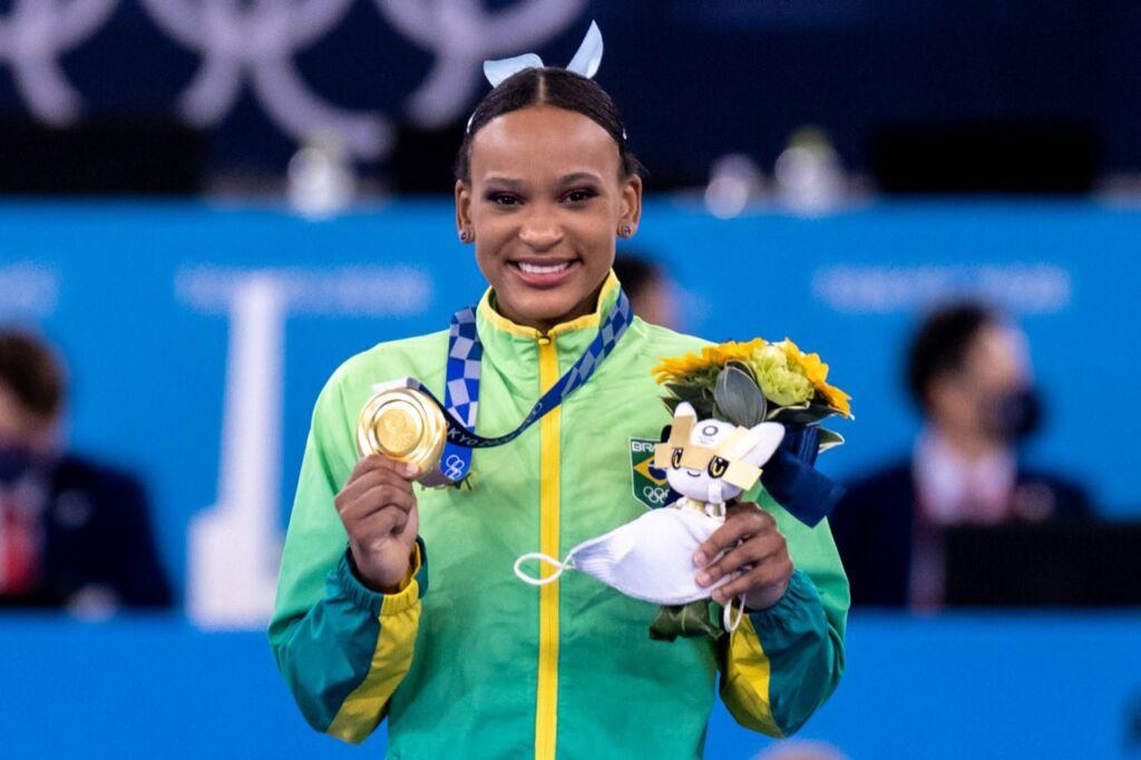 rebecaouro Rebeca Andrade salta para a história e é ouro nas Olimpíadas de Tóquio