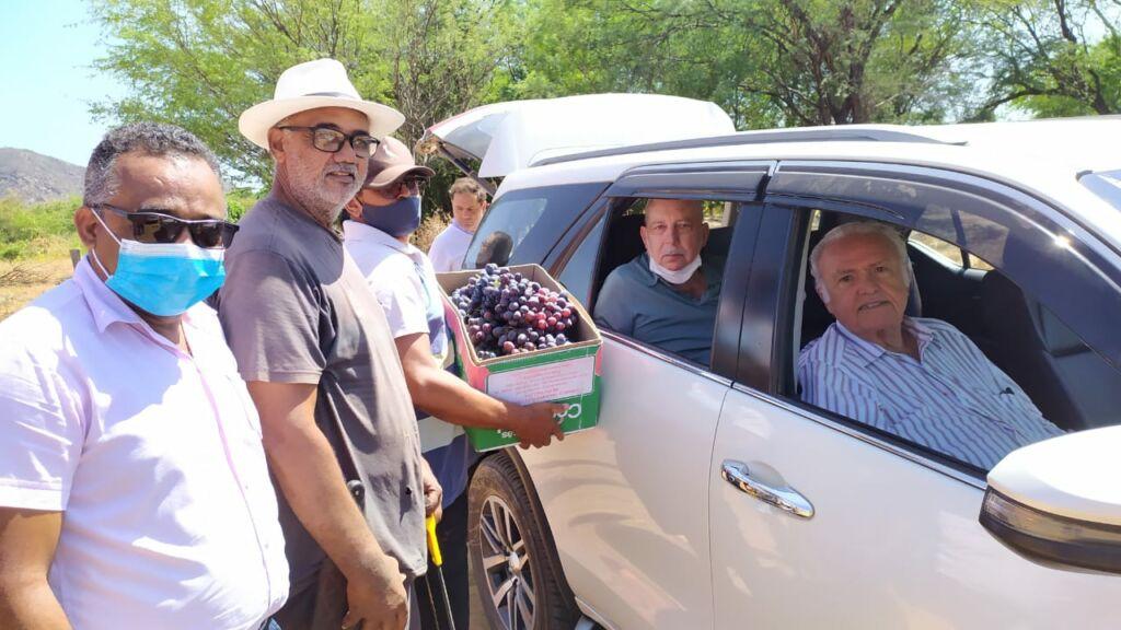 110637202118101 Prefeito Nilo Coelho visita Perímetro Irrigado de Ceraíma junto com conselheiro da FIEB