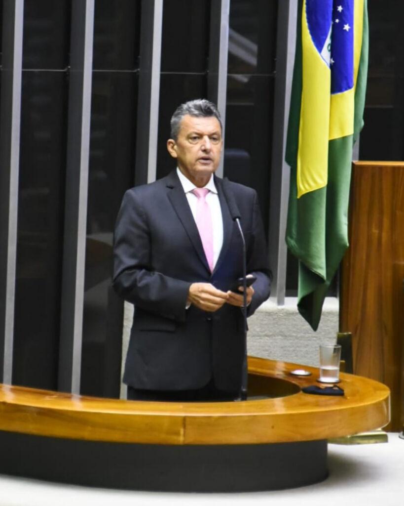 CHARLES Deputado Charles Fernandes faz homenagem a professor Zé Luiz e assume luta pela Universidade Federal da Serra Geral em Guanambi