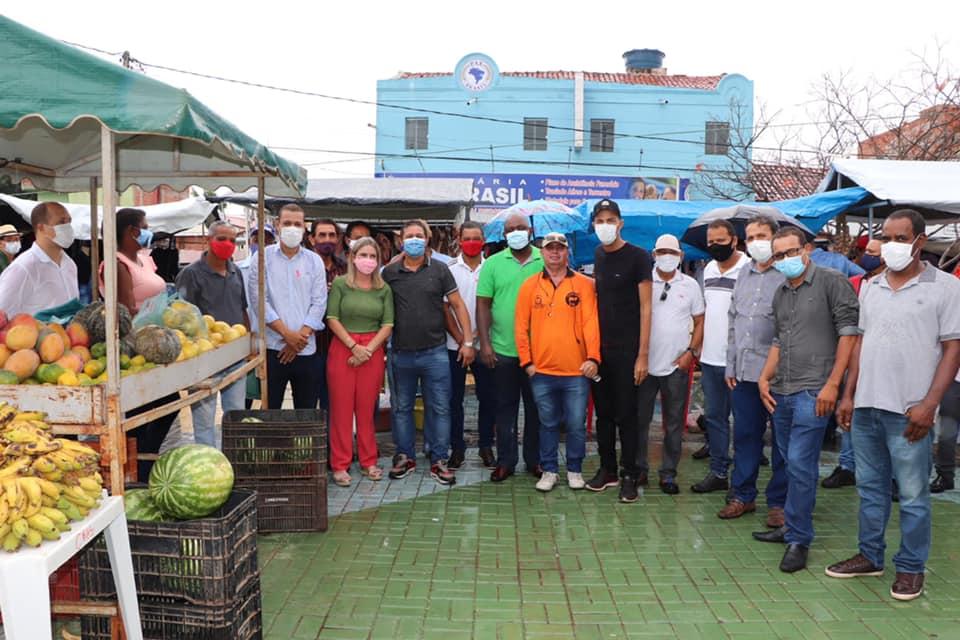 Em visita ao municipio de Malhada junto ao prefeito Dr. Gimmy e todo o grupo politico conheci a Feira da Agricultura Familiar FEAGRI Ivana Bastos cumpre agenda de trabalho no município de Malhada