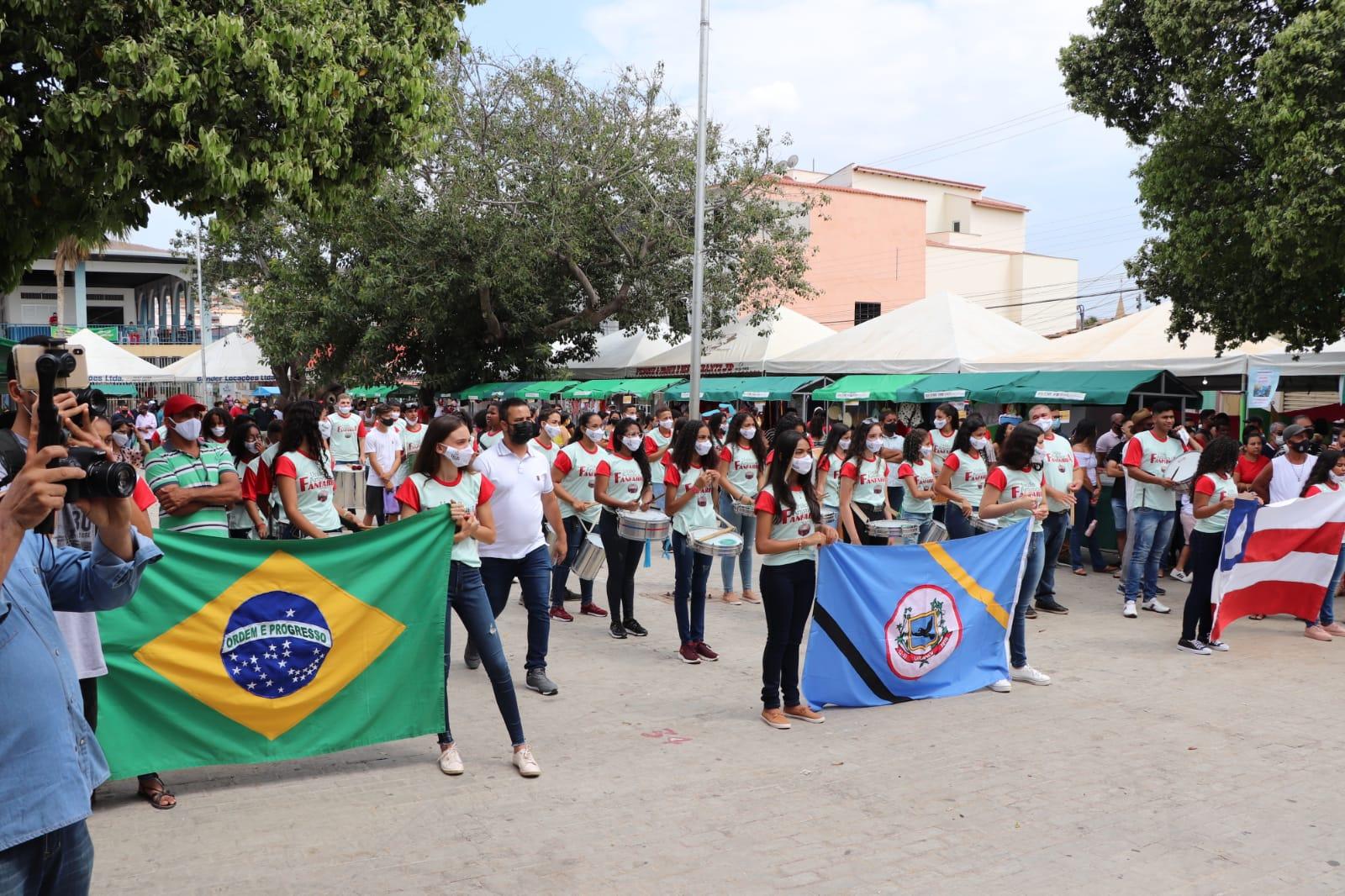 WhatsApp Image 2021 10 12 at 21.45.17 Agricultura familiar e entrega de obras marca aniversário de emancipação política de Urandi